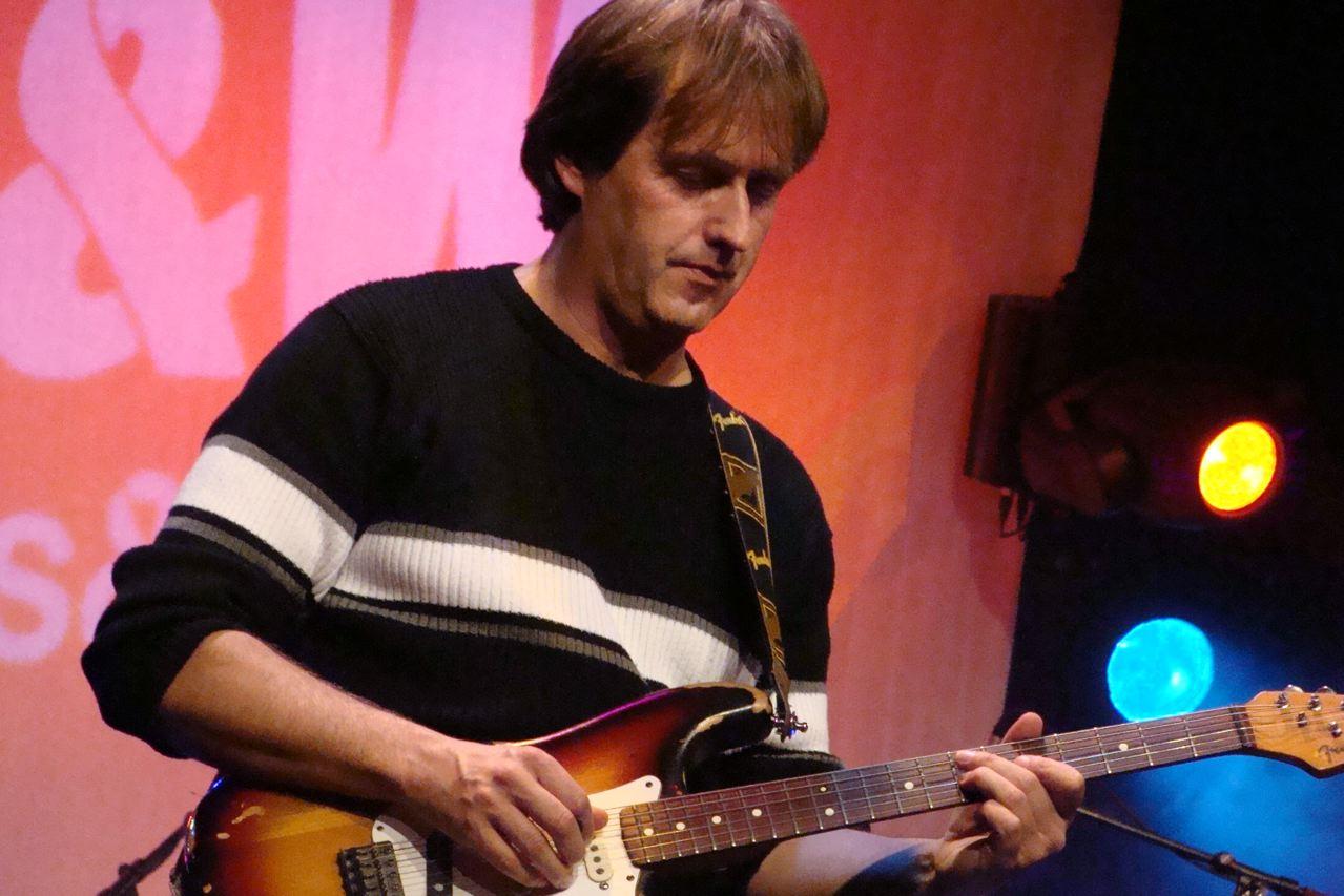Paul Lawall (guitar, voc.)
